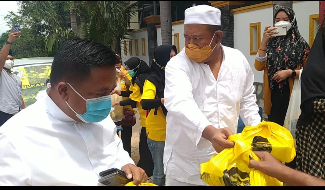 Golkar Kepri Bagikan 500 Nasi Kotak Untuk Jemaah Masjid An-Nur Sungai Pelunggut Sagulung