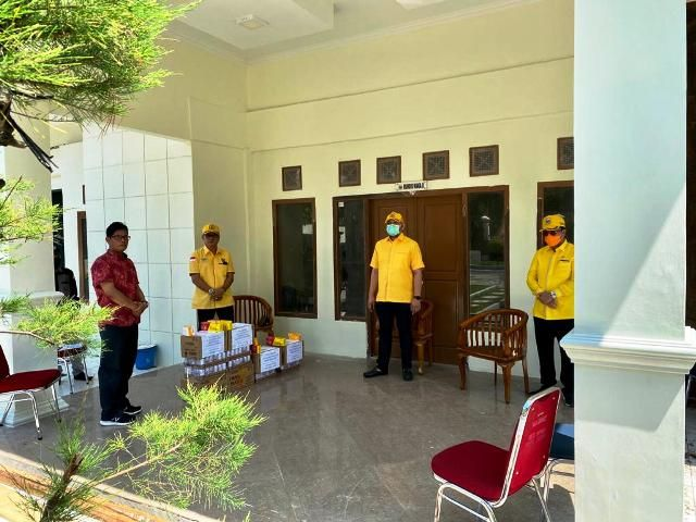 Pinto Jaya Negara Serahkan Bantuan Vitamin dan Suplemen Untuk Tenaga Medis Corona di Jambi