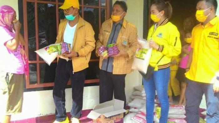 Abdul Kadir Mangkat Pimpin Golkar Bolmong Bagikan Sembako Bagi Warga Terdampak COVID-19
