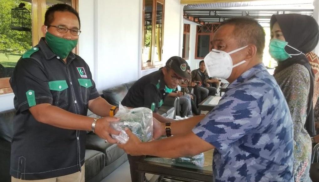 Muhammad Fauzi Bagikan 2 Ribu Masker Untuk 12 Kecamatan di Luwu Utara