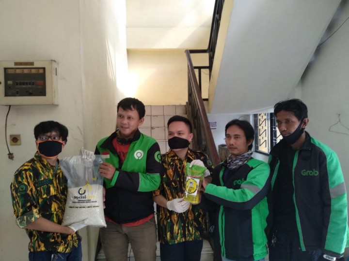 AMPG Jaktim Bagikan Ratusan Paket Sembako Bagi Para Pengemudi Ojol