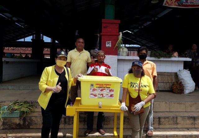 Cegah Penyebaran Corona, Golkar Kaimana Sediakan Tempat Cuci Tangan di Pasar Inpres Krooy