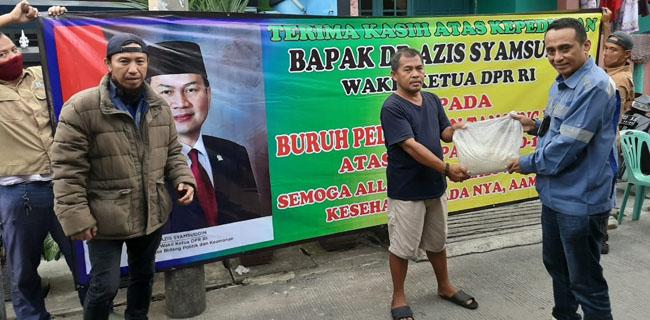 Azis Syamsuddin Bagikan 3 Ribu Paket Sembako Untuk Buruh dan Supir Peti Kemas Tanjung Priok