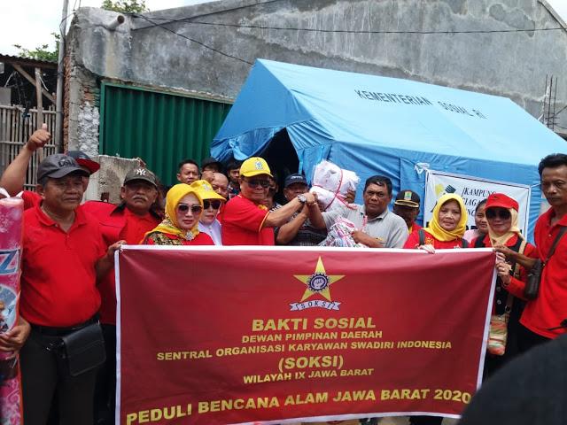 Yod Mintaraga Pimpin SOKSI Jawa Barat Baksos Korban Banjir di Desa Karangligar Karawang
