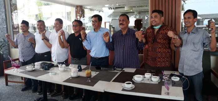 Jelang Musda Golkar Sumbar, Kubu John Kenedy Azis dan Khairunnas Bersatu