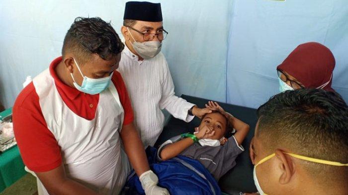 Anggota DPRD NTT, Mohammad Ansor Gelar Khitanan Massal Bagi Anak-Anak Tak Mampu di Solor
