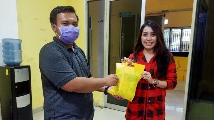 Dukung Pemerintah Cegah Corona, Golkar Sulsel Bagikan Ribuan Masker dan Hand Sanitizer