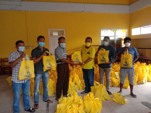 Fraksi Golkar DPRD Kabupaten Batang Bagikan 1.500 Paket Sembako Untuk Warga Terdampak PPKM