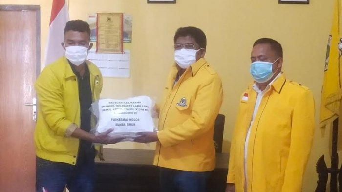 Melki Laka Lena Serahkan Ventilator, Mesin Jahit dan APD Untuk Warga Sumba Timur