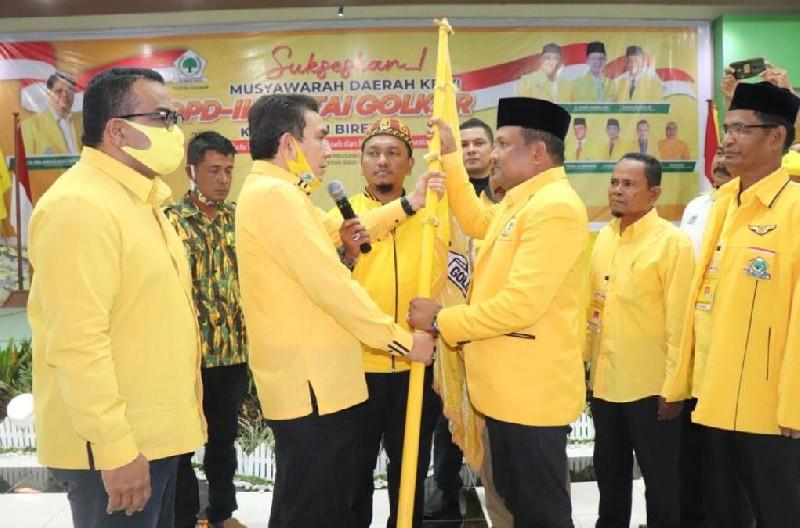 Adik Almarhum Bupati Saifannur, Mukhlis Takabeya Terpilih Pimpin Golkar Bireuen