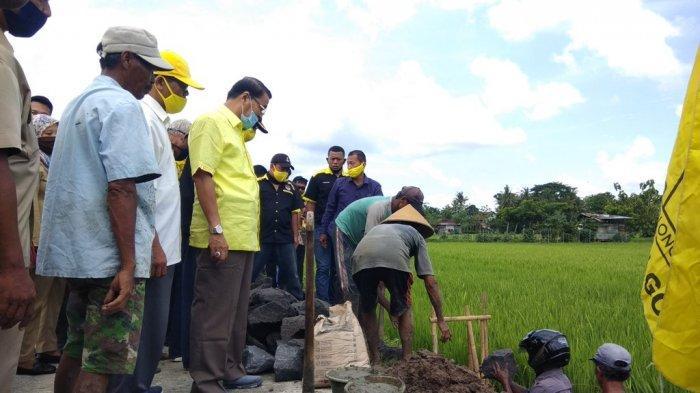 Makaryo Mbangun Desa, Gandung Pardiman Letakkan Batu Pertama Talut Jalan Sriharjo Bantul