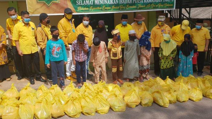 Peduli Yatim Piatu, Golkar Kepri Bagikan Paket Sembako di 10 Panti Asuhan di Batam