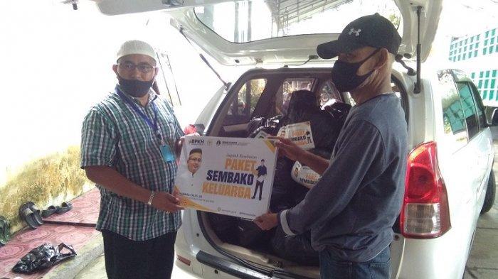 Muhammad Fauzi Bagikan 5000 Paket Sembako Bagi Masyarakat di 9 Kabupaten/ Kota di Sulsel