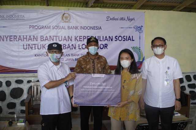 Puteri Komarudin Salurkan 1.000 Paket Sembako Bantu Korban Longsor Desa Ciririp Purwakarta