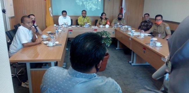 Mengaku Tak Boleh Berjualan, Puluhan Pedagang Pasar Johar Mengadu ke Fraksi Golkar DPRD DKI