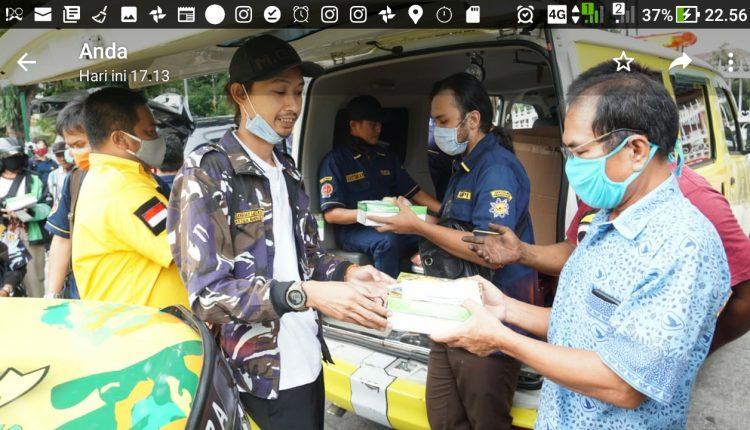 Syarif Guska Laksana Pimpin AMPI DIY Bagikan Ratusan Paket Takjil di Malioboro