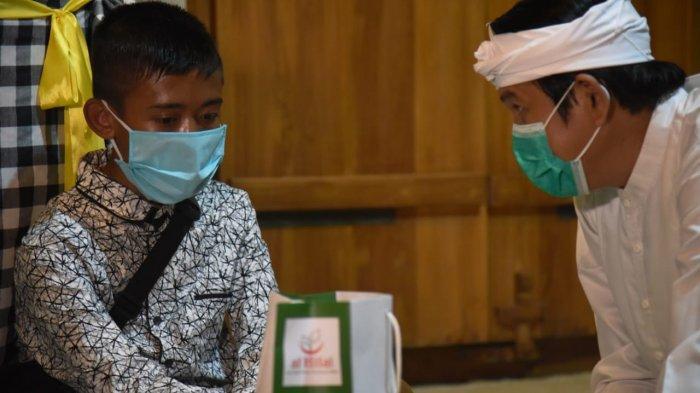 Dedi Mulyadi Angkat Pemulung Pembaca Al-Quran di Emperan Jadi Direktur Bank Sampah di Subang