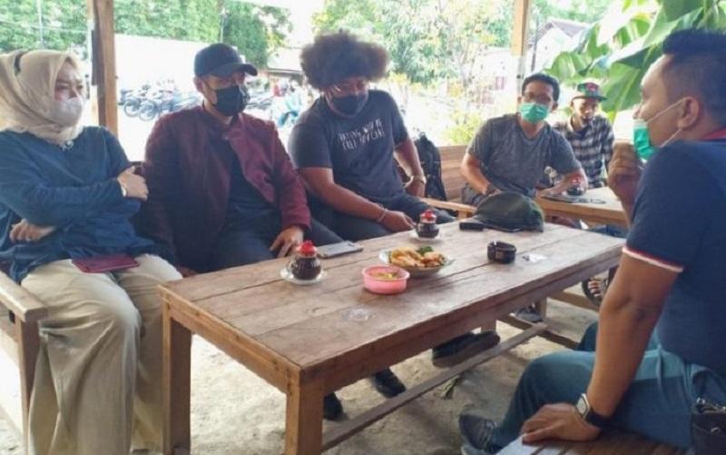 Nongkrong Bareng Milenial di Warung Kopi, Calon Bupati Tuban Aditya Halindra Diskusi Kewirausahaan