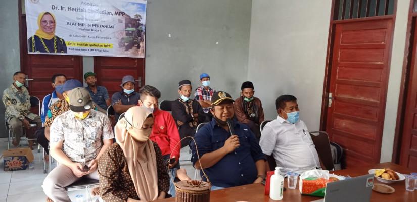 Wakili Hetifah, Ketua DPRD Abdul Rasid Serahkan Alsintan Untuk Sejumlah Kelompok Tani Kukar
