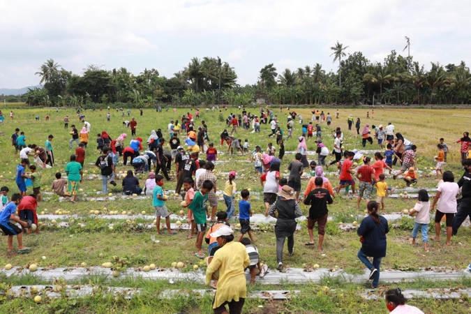 Kampanye Unik Cabup Klaten Sri Mulyani, Lomba Mancing Hingga Bagi-Bagi Melon di Sawah