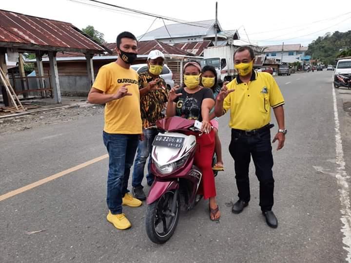 Relawan CEP For Sulut Bagikan 1500 Masker Untuk Pengguna Jalan Raya di Boltim