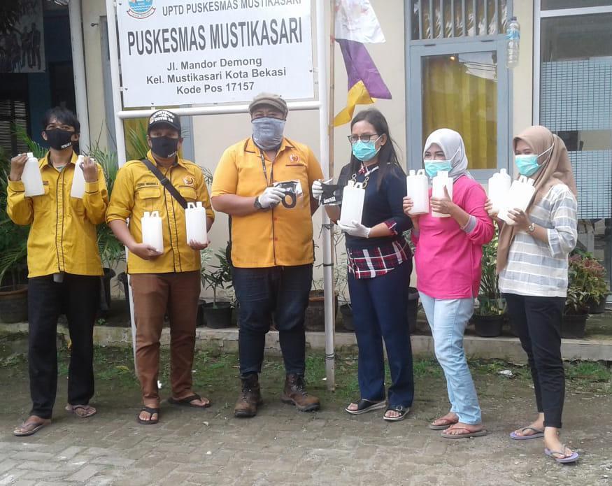 Gema Ormas MKGR Bantu Paket APD Untuk Puskesmas Kota Bekasi