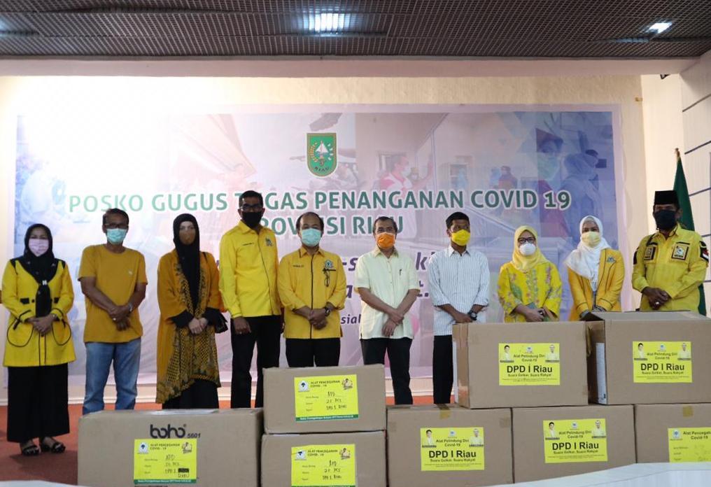 Golkar Serahkan Ribuan APD Untuk Tenaga Medis COVID-19 Kepada Pemprov Riau