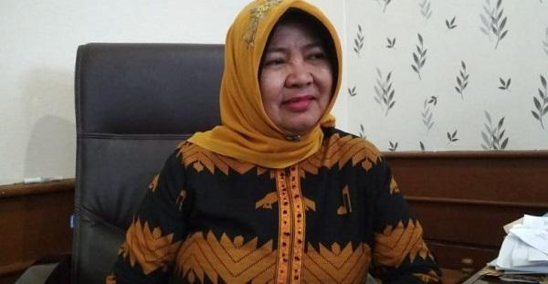 Fraksi Golkar DPRD NTB Bagikan Sembako Untuk Warga Kota Mataram Terdampak PPKM Level 4