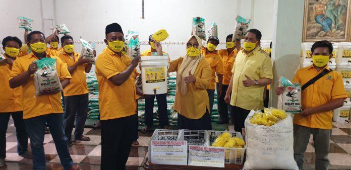 Udik Djanuantoro Lewat PK Golkar se-Pasuruan Bagikan Ribuan APD dan Paket Sembako