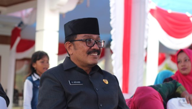 Bupati Arhawi dan 9 Anggota DPRD Donasikan Tiga Bulan Gaji Untuk Lawan Corona di Wakatobi
