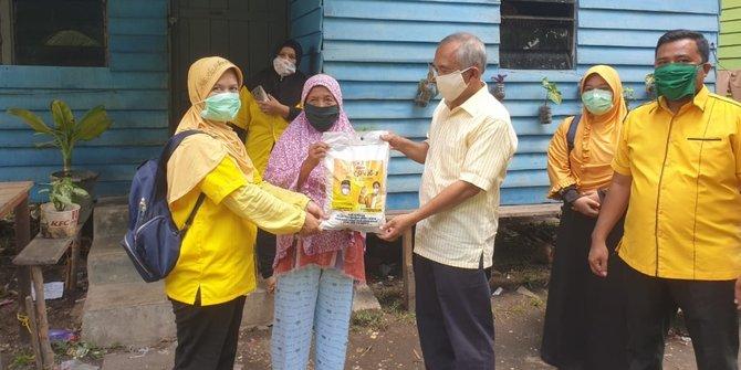 Andi Rachman Salurkan 11 Ton Beras Bagi Warga Terdampak COVID-19 di Riau