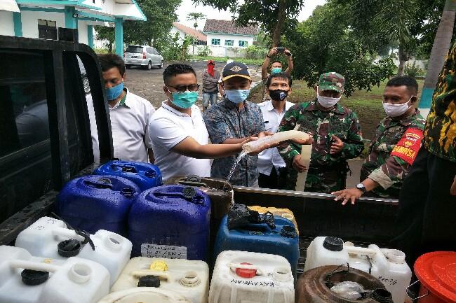 Ilyas Akbar Almadani Pimpin AMPG Bagikan Disinfektan di 17 Kecamatan se-Karanganyar
