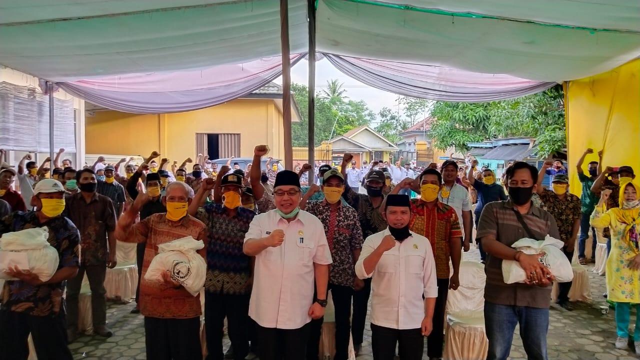 Tony Eka Candra Serahkan Bantuan Sembako IIPG Lampung Untuk Warga Candipuro Lamsel
