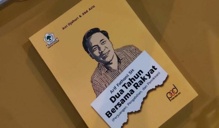 Jadi Inspirasi Banyak Orang, KH Muhibbin Zuhri Apresiasi Buku Karya Ketua Golkar Surabaya Arif Fathoni