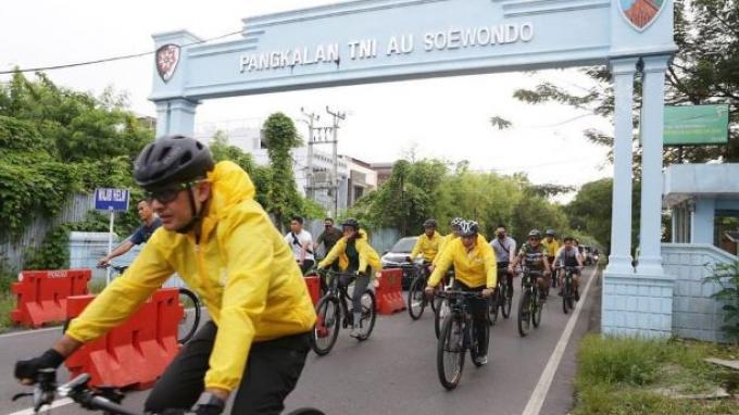 Masyarakatkan Olahraga Saat Pandemi, Menpora Zainudin Amali Gowes Bersama Pengurus Golkar Sumut