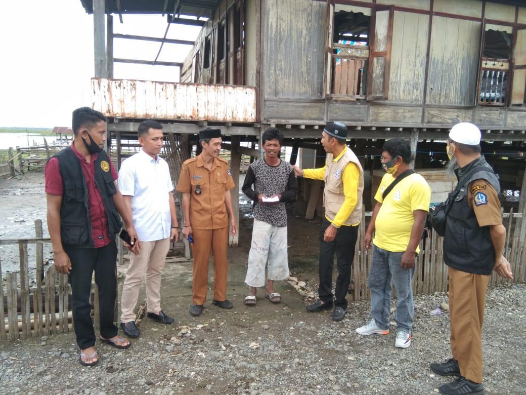 Pasukan Kuning Andi Rio Idris Padjalangi Turun Tangan Bantu Korban Angin Puting Beliung di Bone