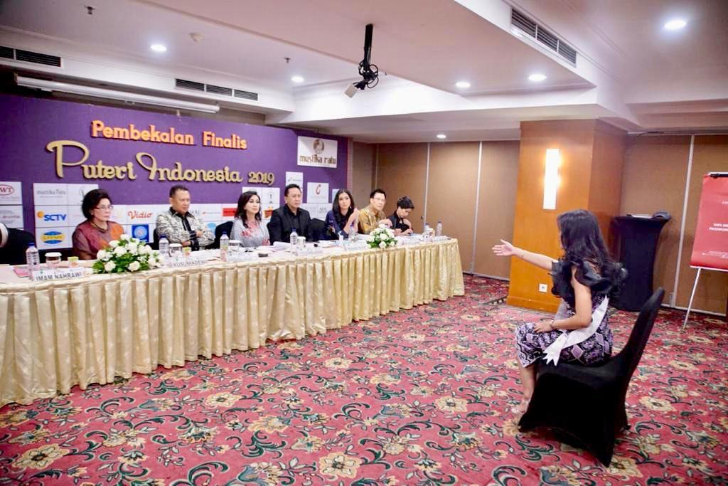 Ditanya Bamsoet, Finalis Top 6 Putri Indonesia 2020 Asal Sumbar Tak Hafal Pancasila