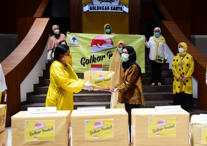 Yanti Airlangga Donasikan Rp.500 Juta Berbentuk APD dan Alkes Untuk 6 RS di Jakarta dan Depok
