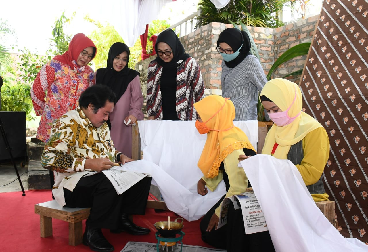 Uniknya Sosialisasi Empat Pilar MPR Idris Laena Di Atas Panggung Toktan Pekanbaru