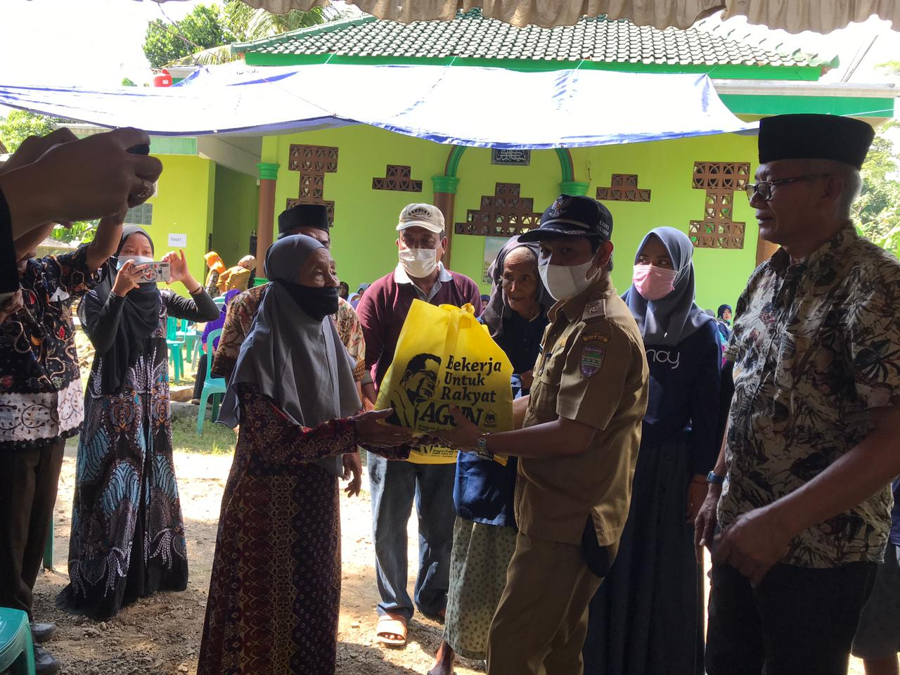 Kunjungi Pabrik Sale di Pamarican, Agun Gunandjar Minta Perbankan Pro Aktif Beri Permodalan UMKM