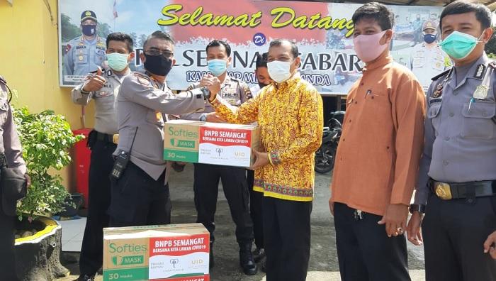 Didukung Polres Padang Pariaman dan Polresta Pariaman, John Kenedy Azis Bagikan Ribuan Masker
