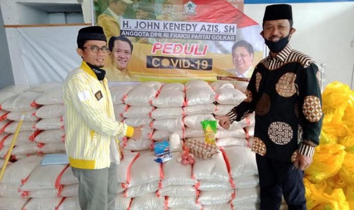 John Kenedy Azis Salurkan Bantuan Untuk Masyarakat Banuhampu Agam dan Ujuang Gading Pasbar