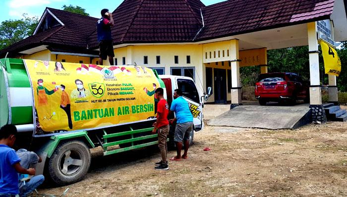 Yosia Adrianus Lau Pimpin Golkar Rote Ndao Distribusikan Air Bersih Untuk Warga