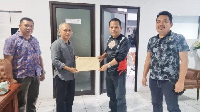 Terima SK Dari Gubernur Sulut, Sulhan Manggabarani Segera Dilantik Jadi Wakil Ketua DPRD Bolmong
