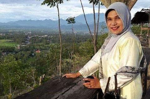 Ramaikan Pilbup Tanah Datar, Ini Profil Singkat Betti Shadiq Pasadigoe