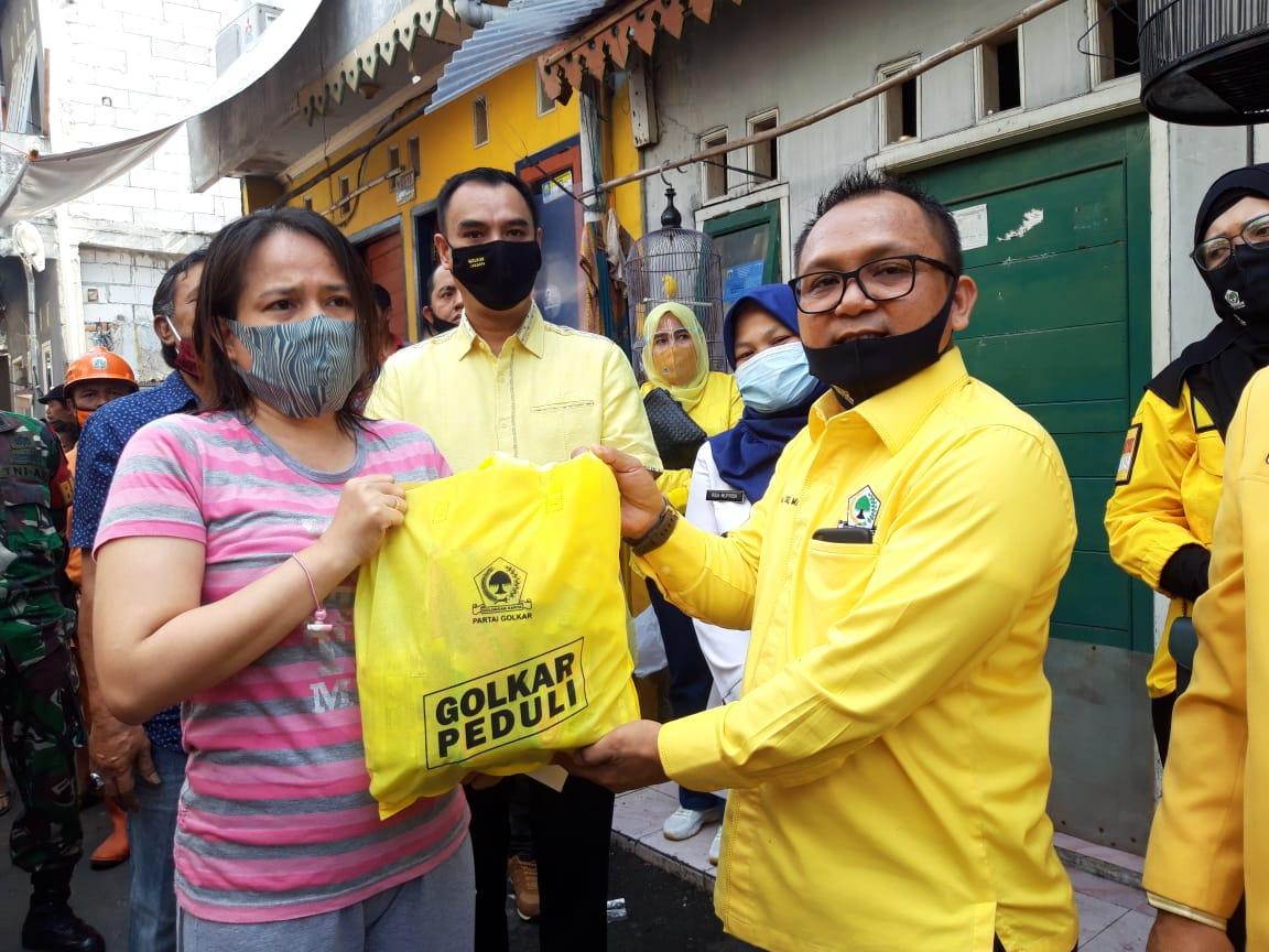 Sambangi Warga Korban Kebakaran di Benhil, Golkar DKI Jakarta Berikan Sembako dan Santunan