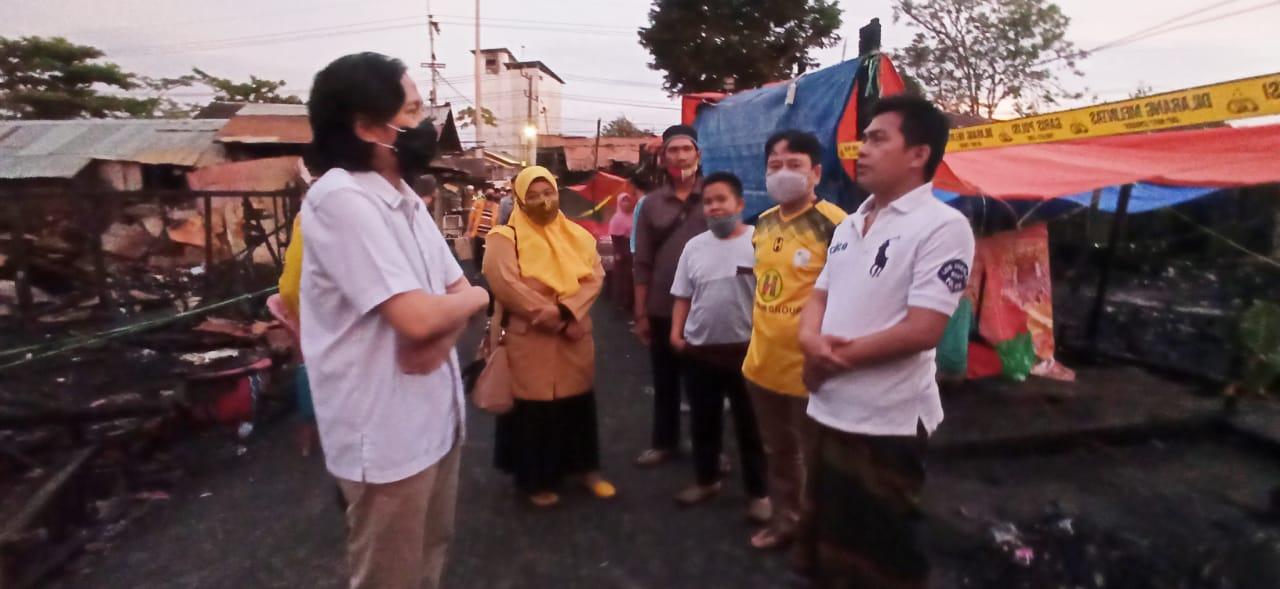 Hasnuryadi Sulaiman Dan Jajaran Ormas MKGR Kalsel Santuni Warga Korban Kebakaran di Pelambuan