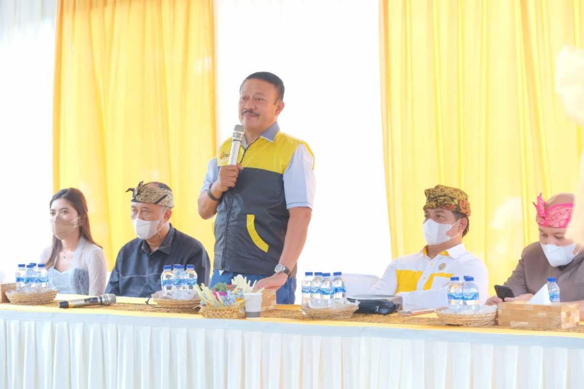 Gde Sumarjaya Linggih Bagikan Ratusan Sembako di Beberapa Kecamatan di Badung