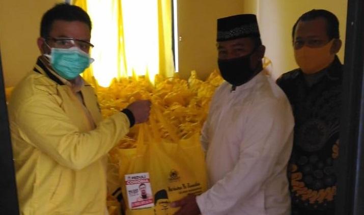Farabi Arafiq Bagikan 1000 Paket Sembako Bagi Warga Kota Depok Terdampak COVID-19
