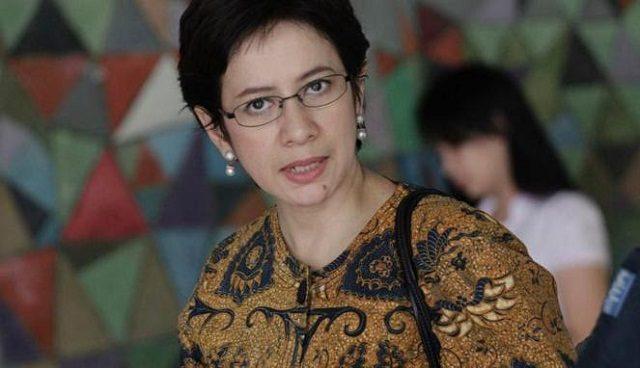 Selain Bikin Penampilan Tambah Cantik, Ini Alasan Nurul Arifin Jatuh Cinta Pada Batik